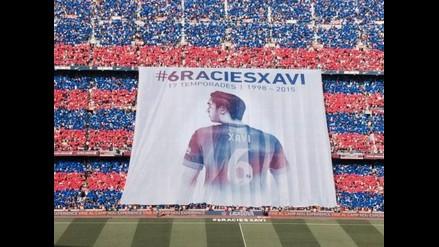 Barcelona: Espectacular mosaico en recibimiento a Xavi ante el Deportivo