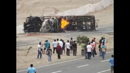 Huaral: un muerto dejó choque e incendio de cisterna y bus interprovincial