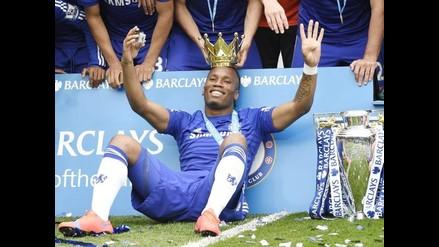 Chelsea: José Mourinho 'coronó' a Didier Drogba en festejos de la Premier