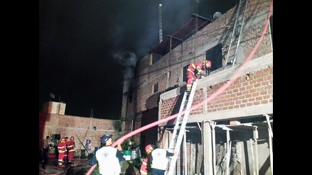 Huaral: bomberos controlan incendio y rescatan a dos menores de edad