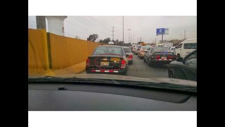 WhatsApp: taxi circula con dos placas por puente Atocongo
