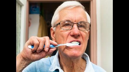 Salud bucal en adultos mayores: ¿Sabe cómo evitar las infecciones?