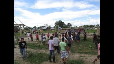 Iquitos: obreros tiran barro a funcionario cuando inspeccionaba obras