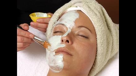 Tips para exfoliar tu piel y mantenerla joven