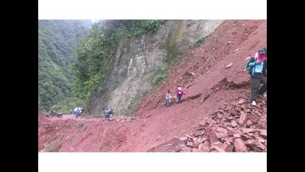 WhatsApp: pasajeros realizan trasbordo por bloqueo de carretera Oxapampa Pozuzo