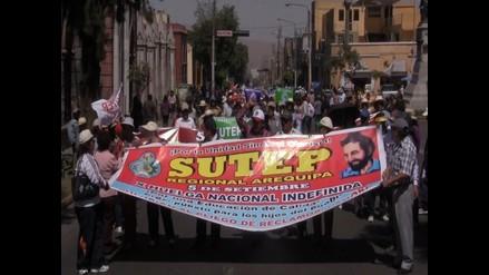 Puno: realizaron plantón del Sutep en patio de colegio Santa Rosa