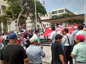 Trabajadores universitarios en huelga marcharon por calles de Chiclayo