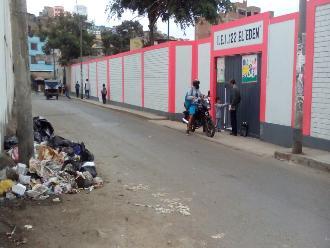 Reportan basural frente a jardín infantil en La Victoria