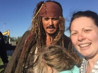 Johnny Depp se tomó fotos con fans vestido de Jack Sparrow