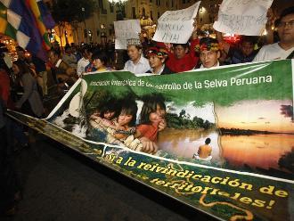 Colectivos civiles marchan en Lima a seis años del