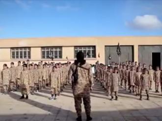 Miembro del Estado Islámico publicó selfie y EEUU bombardeó base militar