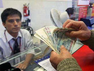 CAF: a dos de cada tres peruanos no les alcanza su sueldo