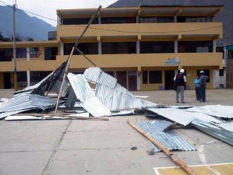 Huaral: alumnos estudian en aulas sin techos tras desprendimiento por vientos