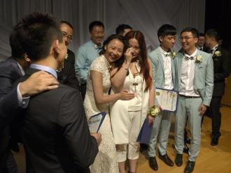 Homosexuales chinos ganan concurso y se casan en EEUU
