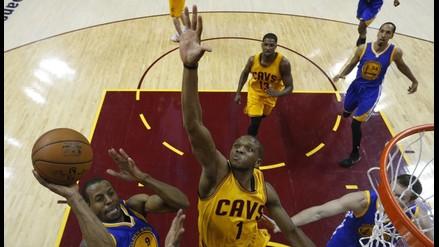 NBA: Golden State derrotó a Cleveland y emparejó las finales