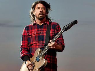 Foo Fighters: Dave Grohl se fracturó la pierna y siguió tocando