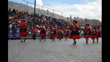 Estudiantes del nivel primario rindieron homenaje al Cusco