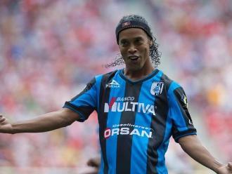 Ronaldinho celebra