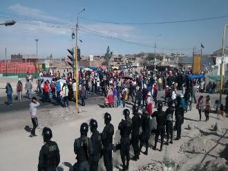 Arequipa: pobladores de La Joya bloquean la Panamericana Sur