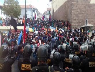 Cusco: estudiantes en huelga cercaron a rector de UNSAAC