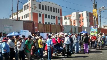 Arequipa: pobladores del Cono Norte realizaron plantón en el GRA