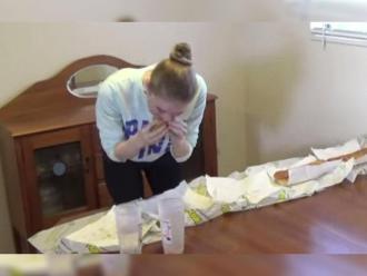 Youtube: ex Miss Mundo devora sándwich gigante en 9 minutos
