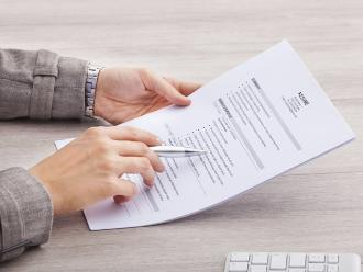 Actualizar el curriculum vitae aumenta posibilidades de encontrar empleo