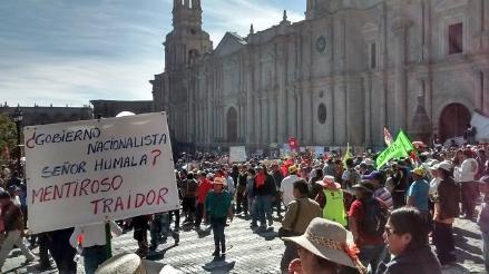 Prohíben manifestantes en Plaza de Armas de Arequipa