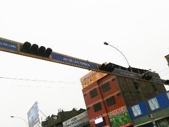 Ate Vitarte: semáforo averiado pone en riesgo la vida de conductores y peatones