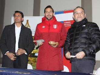 Copa América: Claudio Pizarro recibe homenaje por promocionar el quechua