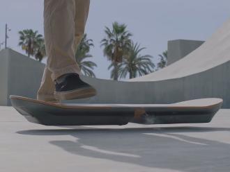 Crean patineta voladora basada en la cinta Volver al futuro
