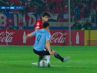 Chile vs. Uruguay: Jorge Valdivia le hizo tremenda huacha a Jorge Fucile