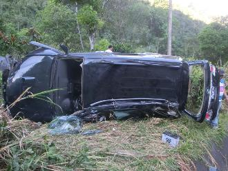 Chanchamayo: familia salva de morir tras despiste de camioneta