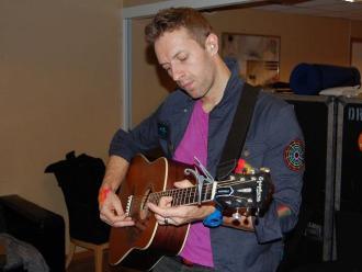 Coldplay: primera guitarra de Chris Martin fue puesta en venta