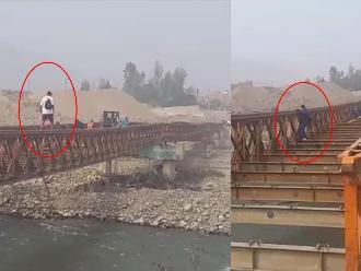 WhatsApp: peatones arriesgan sus vidas al cruzar puente que está siendo desmantelado