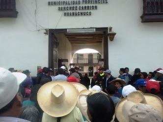 Huamachuco: pobladores protestan contra bares y prostitución clandestina