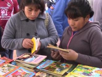 Huancayo: Feria del libro sigue congregando lectores