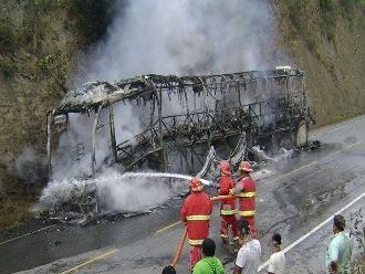 ´Grupo 5´ salva de morir al incendiarse el bus que los trasladaba