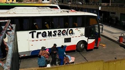 Arequipa: pasajeros detienen a chofer y copiloto que conducían bus ebrios
