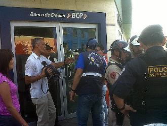 Cuatro sujetos asaltan agencia bancaria en Cañete