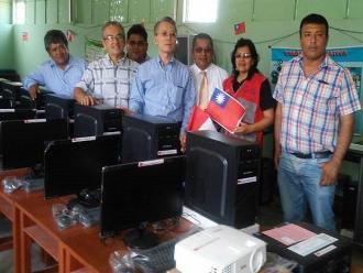 Lambayeque: Embajador de Taiwan donó computadoras para I.E. de Ñaupe