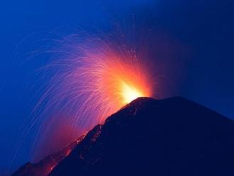 Guatemala en alerta tras erupción de volcán de Fuego
