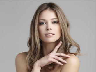 Las mujeres guapas hacen que los hombres no puedan pensar racionalmente