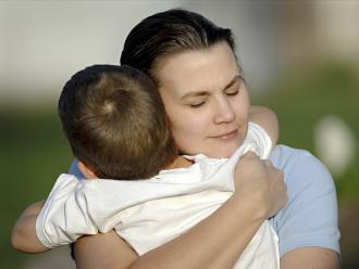 Abrazar ayuda a incrementar el bienestar emocional