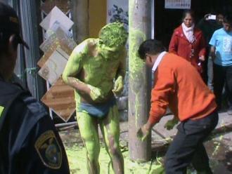 Puno: derraman con pintura a ladrón de ferretería en Juliaca