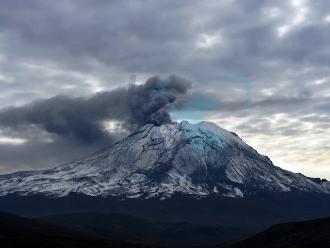 Ubinas registró una nueva explosión