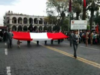 Día del Maestro: docentes marcharon por la Plaza de Armas de Arequipa
