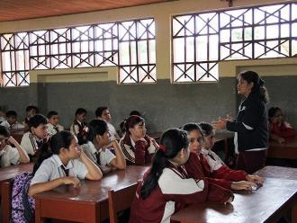 Docentes peruanos celebran el Día del Maestro a nivel nacional