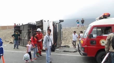 La Libertad: vuelco de bus interprovincial deja 15 personas heridas