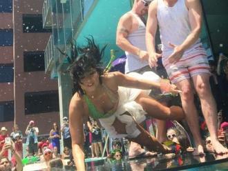 Demi Lovato tuvo una aparatosa caída en una piscina